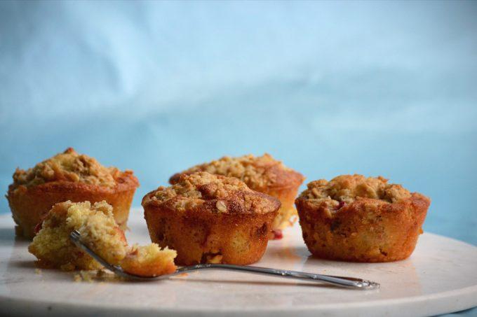 Rabarber Crumble Muffins Med Hvid Chokolade Nannabroe Kageliv