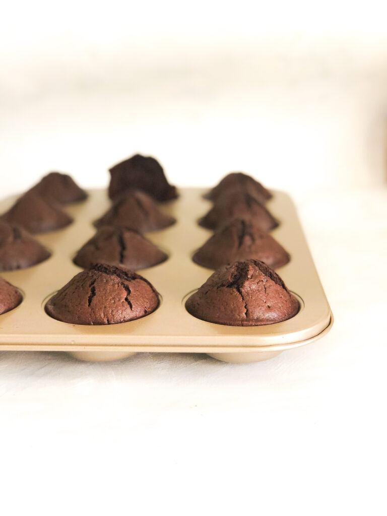 chokolade muffins med flødebolleskum